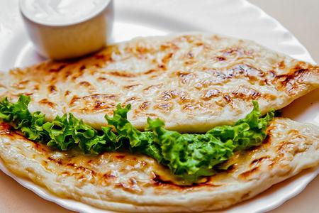 Кутабы с сыром сулугуни и зеленью