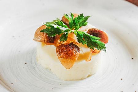 Толченый картофель, жареный с грибами