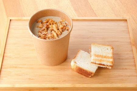 Крем-суп грибной с тостом