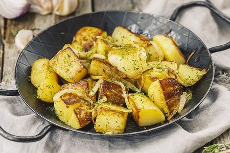 Картофель золотистый с луком