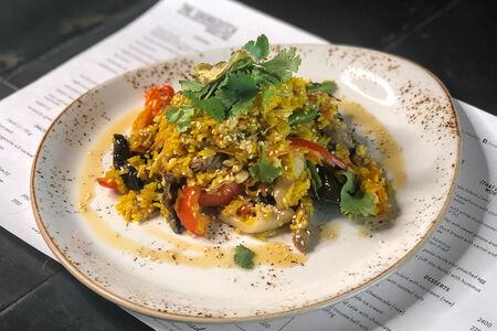 Вок Тайский рис с кальмарами и говядиной