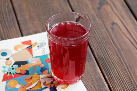 Домашний лимонад со вкусом вишня-корица