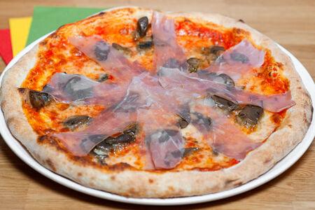 Пицца Грибы и прошутто