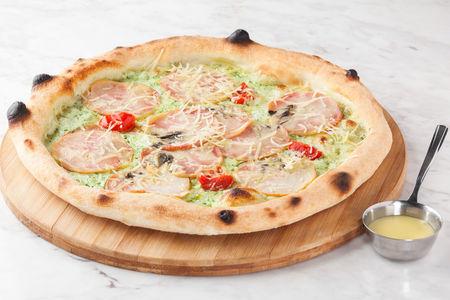Пицца с цыпленком и пармезаном