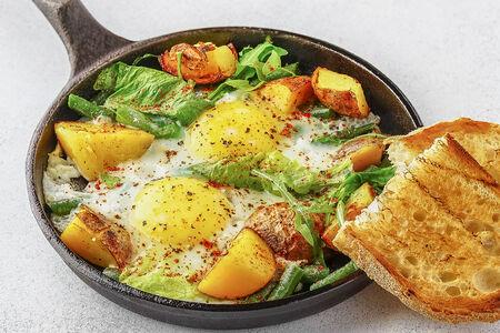 Яичница с картофелем и шпинатом