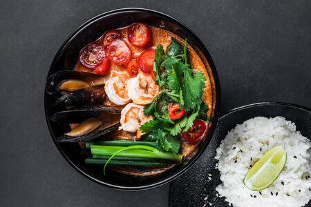 Суп Том Ям с рисом и морепродуктами