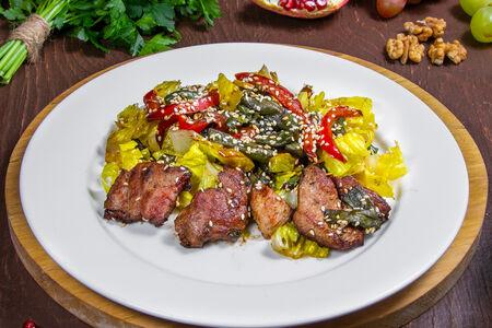 Теплый салат из телятины