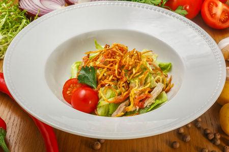 Пикантный салат с куриной грудкой