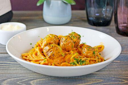 Спагетти с митболами из говядины