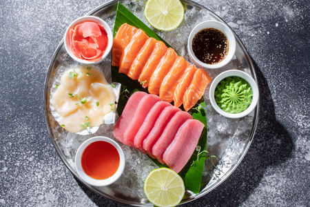 Сашими из лосося, тунца и гребешка
