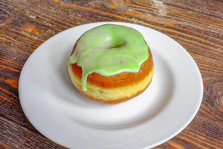 Пончик с фисташкой