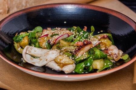 Салат с кальмаром и осьминогом