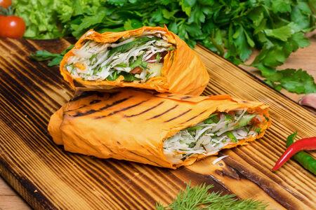 Шаурма в сырном лаваше вегетарианская