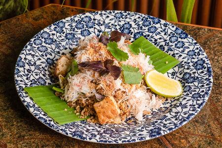 Рис на воке с камчатским крабом