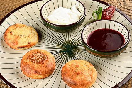 Сырники с малиновым соусом