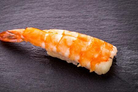Суши с отварной креветкой