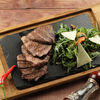 Фото к позиции меню Тальята из говядины с рукколой и кедровыми орешками