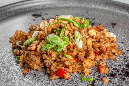 Рис на воке по-сингапурски