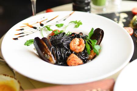 Спагетти Аль Негро с морепродуктами