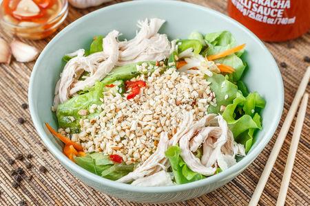 Салат по-Вьетнамски с курицей