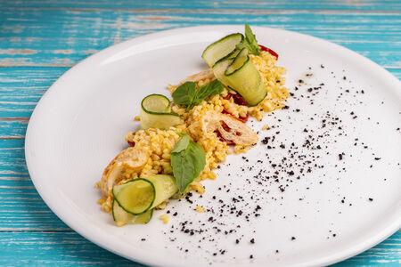 Салат с булгуром и пюре из авокадо