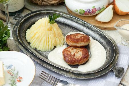 Куриные котлетки с картофельным пюре