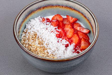 Йогурт с гранолой