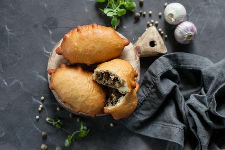 Пирожки жареные с ягнятиной