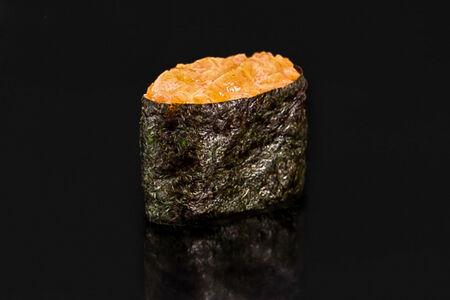 Спайс гункан с лососем