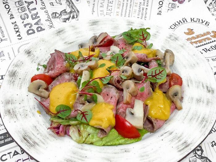 Салат с нежным ростбифом