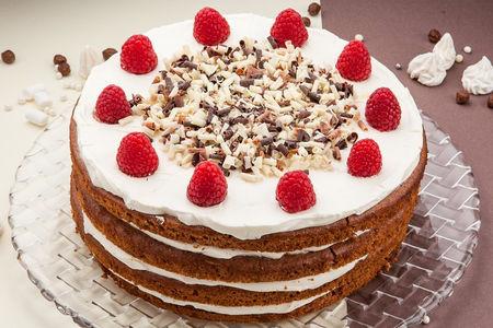 Малиновый торт целый