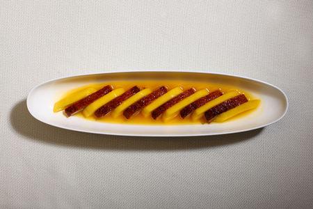 Утка с манго в апельсиновом соусе