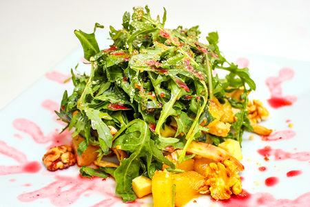 Салат с запеченной курицей и ананасами