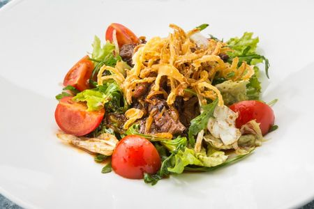 Теплый салат с говяжьей вырезкой