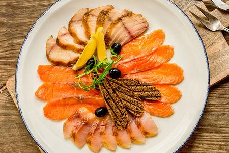 Тарелка рыбных деликатесов