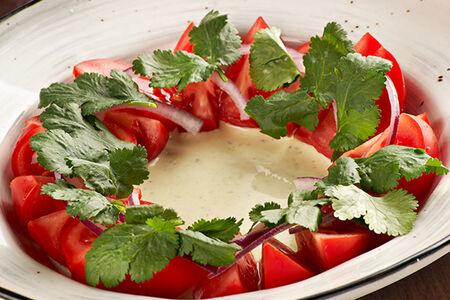 Салат с томатами и мацони