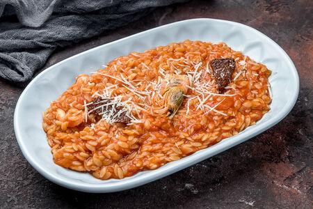 Паста Орзо в соусе маринара с креветками и вялеными томатами