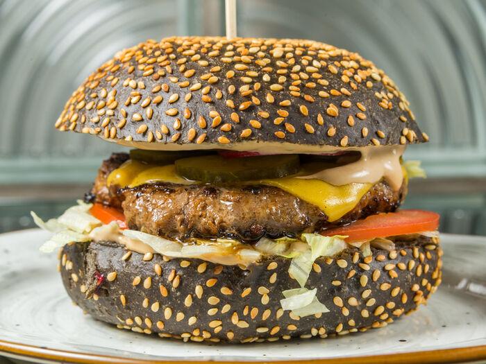 Бургер Черная мамба с говядиной