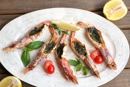 Креветки Лангустины с соусом Песто