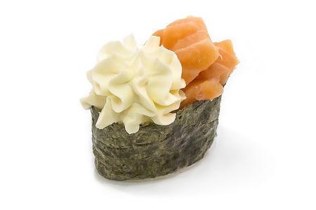 Суши гункан с лососем и филадельфией