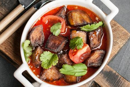 Баклажаны с томатами и чесноком