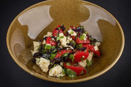 Помидоры и имеретинский сыр с базиликом и кинзой