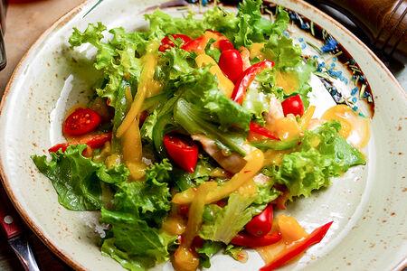 Теплый салат с курочкой гриль