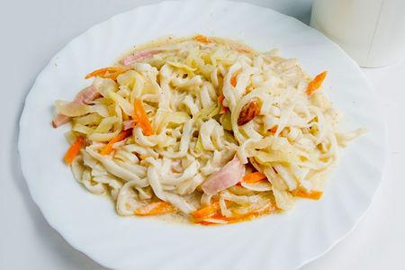 Лапша Удон с беконом и сыром в сливочном соусе