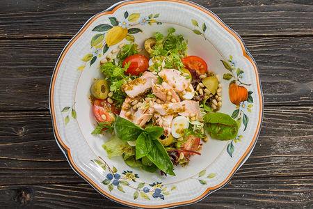 Салат из семги горячего копчения