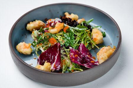 Креветки с микс салатом