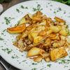 Фото к позиции меню Картофель жаренный с грибами и луком
