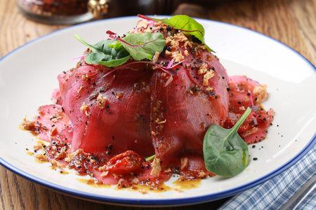 Салат с тунцом и кунжутной заправкой