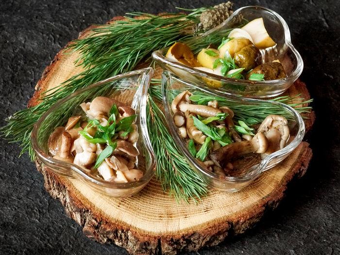 Ассорти соленых грибов трёх видов