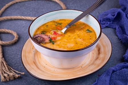 Суп с морепродуктами и зеленой чечевицей